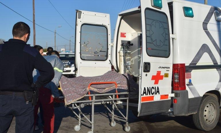Motociclista herida: chocó contra un camión