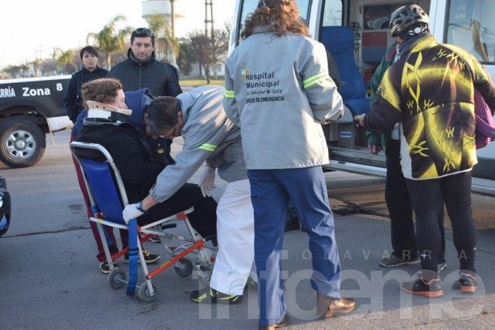 Ciclista herida en choque con camioneta