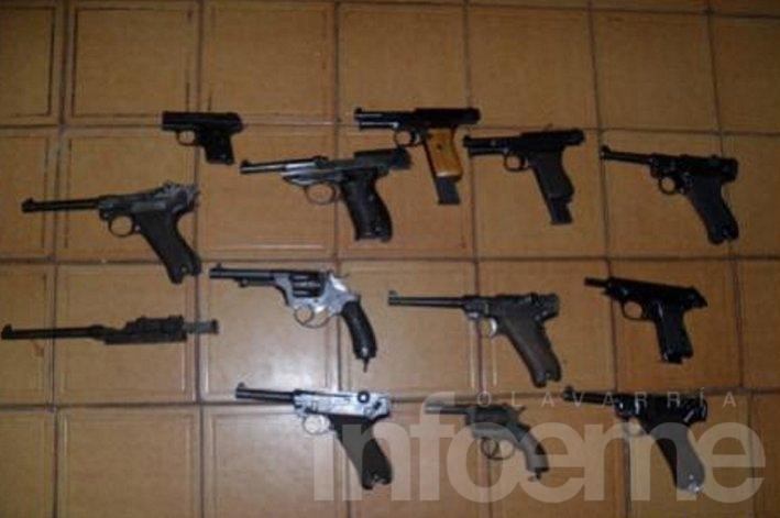 Secuestran doce armas en allanamiento por robo en Colonia Nievas