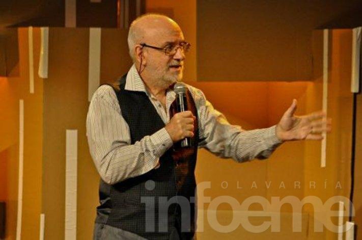 Héctor Olmos se presenta en las charlas del Bicentenario