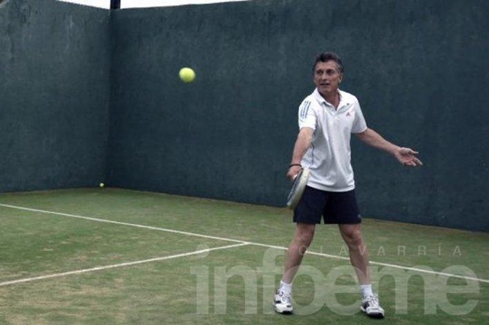 Macri sufrió un esquince de rodilla y será intervenido el jueves