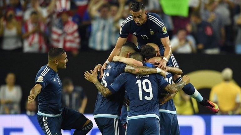 Argentina goleó a Estados Unidos y es finalista