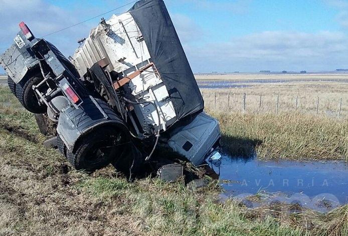 Milagro luego de un impresionante vuelco de camión