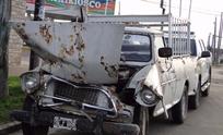 Fuerte choque entre un camión y una camioneta