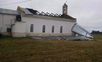 Se voló el techo de la iglesia en Colonia Nievas