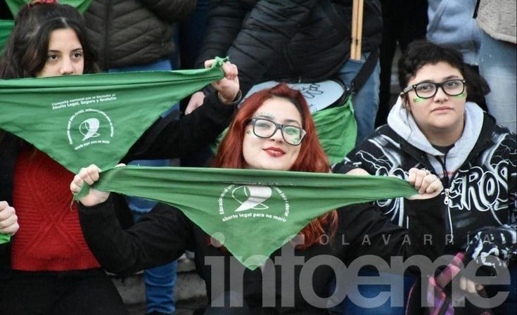 """""""Pañuelazo"""" para celebrar la media sanción del Aborto Legal, Seguro y Gratuito"""