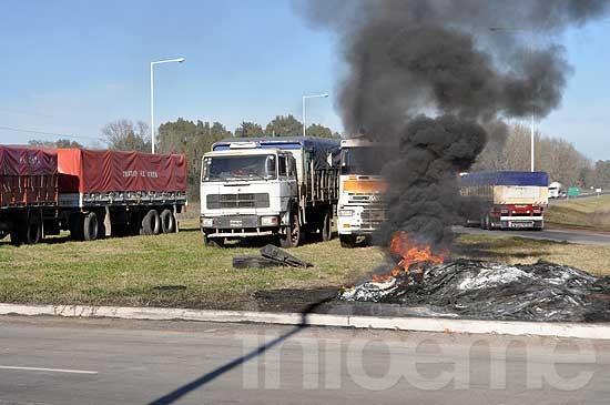 Transportistas levantan cortes y retoman las negociaciones