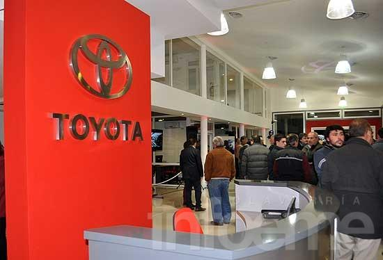 Catriel Mapu inauguró instalaciones y presentó el nuevo Toyota Etios