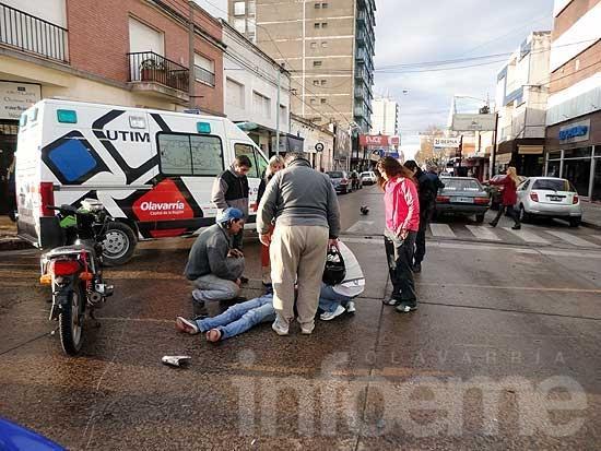 Motociclista herido en choque con un remís