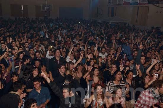 Unas 2 mil personas detonaron la fiesta por el Día del Amigo