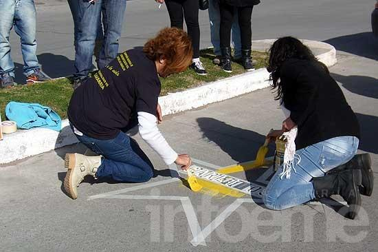 Pintaron estrellas amarillas en memoria de dos jóvenes