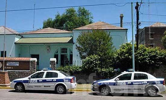 Investigan el caso de una mujer hallada con dos disparos