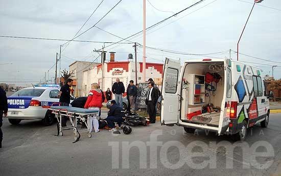 Joven motociclista fue arrollado por un auto