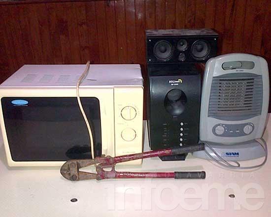 Se llevaban un microondas, un caloventor y diversos artefactos