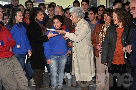 Ex alumnos donaron cerca de 7 mil pesos al Colegio Nacional