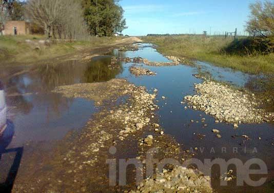 Por el agua en los caminos se dificultó el acceso a Iturregui