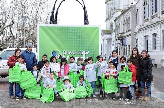 Jóvenes del Centro de Día N° 4 regalaron ecobolsas