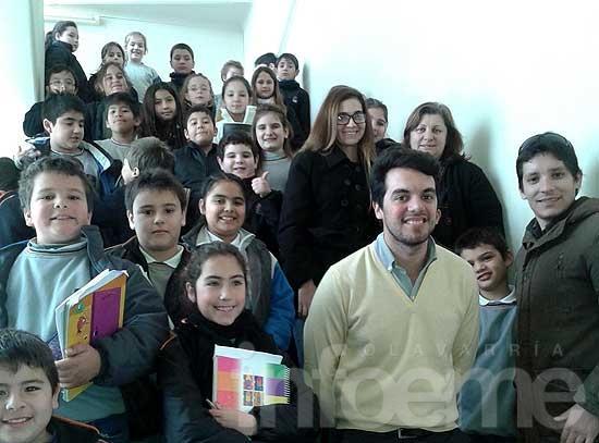 Estudiantes de San Antonio descubrieron la historia y curiosidades del Teatro Municipal