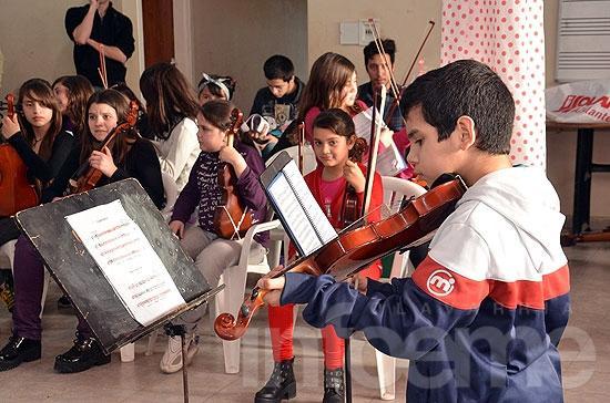 La Orquesta Escuela compartió su música con el barrio