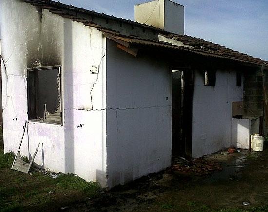 Una casa se incendió en Sierra Chica y hubo pérdidas totales