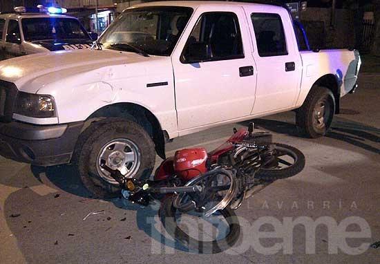 Motociclista gravemente herida al chocar con una camioneta