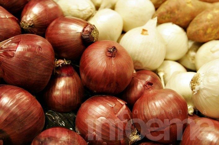 ¡Carísimo! El kilo de cebolla se vende hasta por 30 pesos