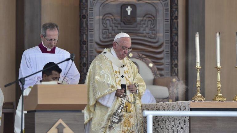 Francisco arribó a Guayaquil y celebró una misa multitudinaria