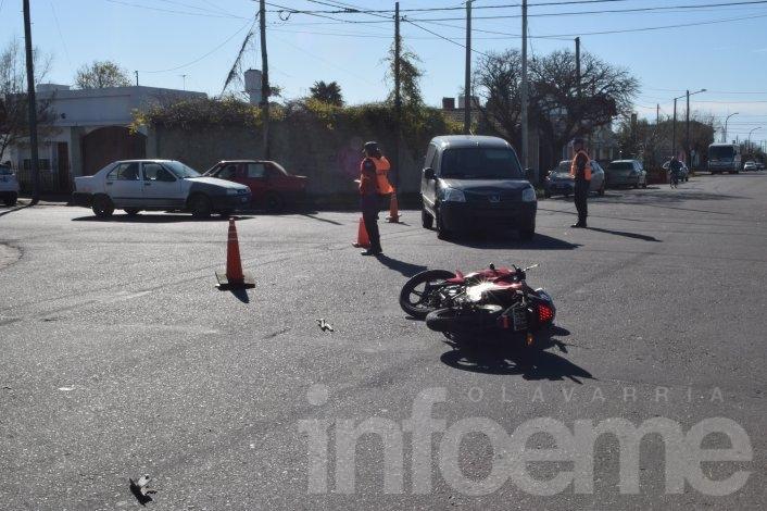 Motociclista herido en un choque con una camioneta