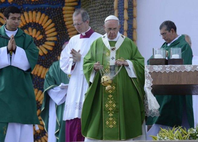 """Ante un millón de fieles, Francisco instó a promover la """"hospitalidad"""""""