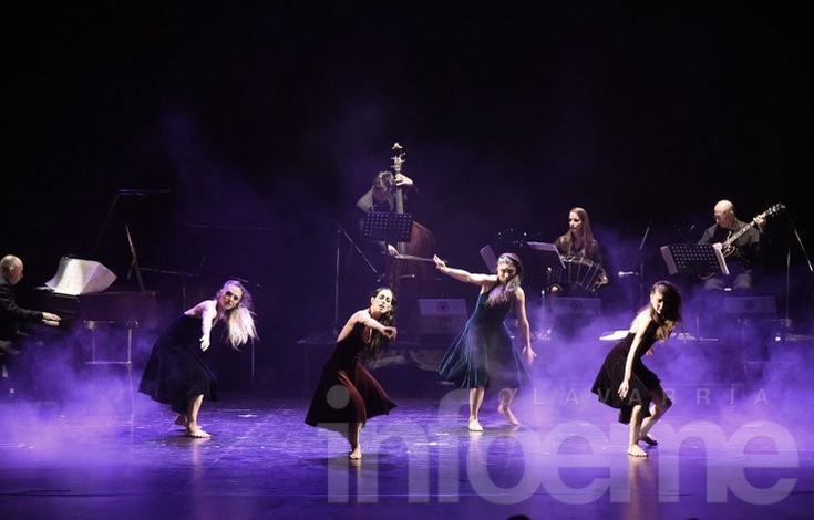 Noche de danzas con música de tango en el Teatro Municipal