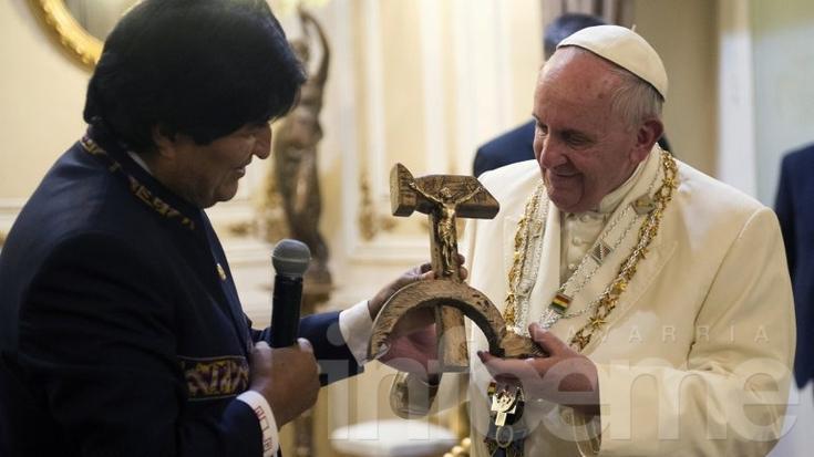 El Papa habló del crucifijo de Evo Morales