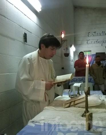 Por primera vez se celebró misa en un pabellón