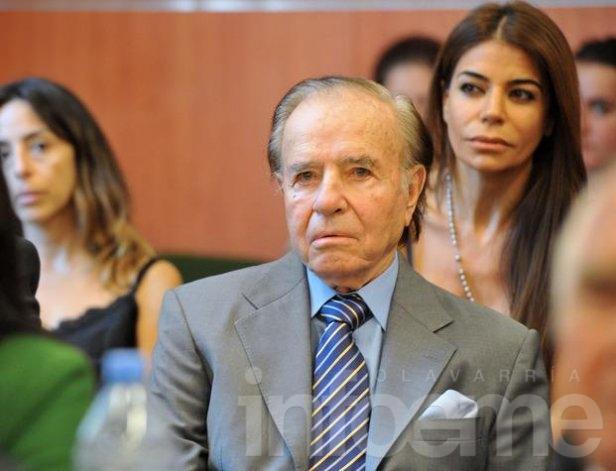 AMIA: Prohíben salir del país a Menem y al ex juez Galeano