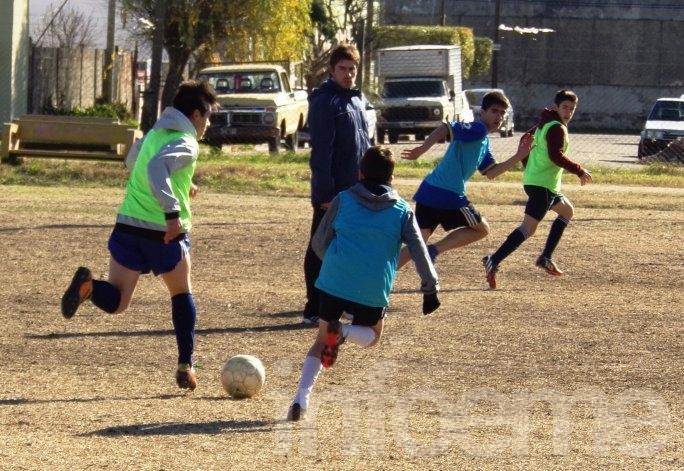 """Sarmiento probó en el """"bata"""""""