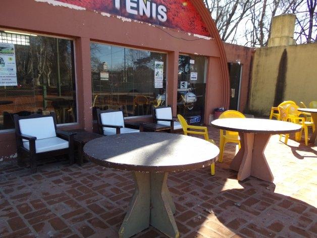 Estudiantes reacondiciona la sección de tenis
