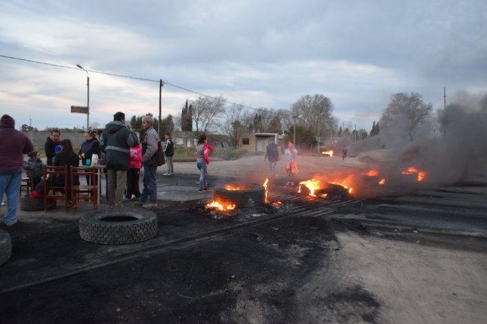 Ante la falta de respuestas, vuelven a manifestarse cortando calles