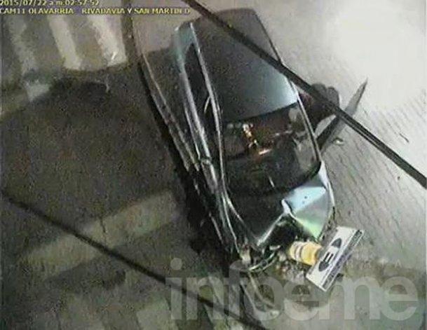 Conductor alcoholizado chocó contra columna y lo captaron las cámaras