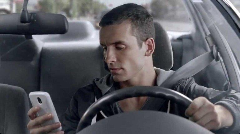 Crece el uso de celulares entre conductores y peatones