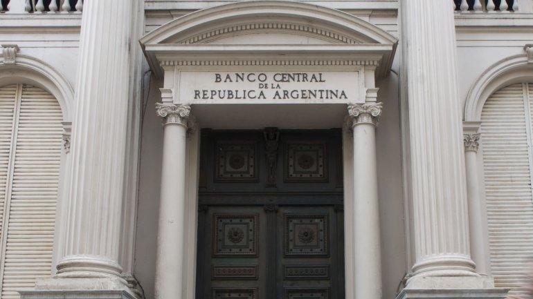 Este lunes comenzarán a regir tasas más altas en los bancos