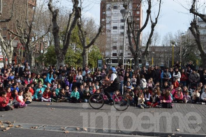 El Festival de Circo Callejero llevó alegría y diversión al Paseo Mendía