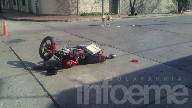 Motomandados herido en un violento choque