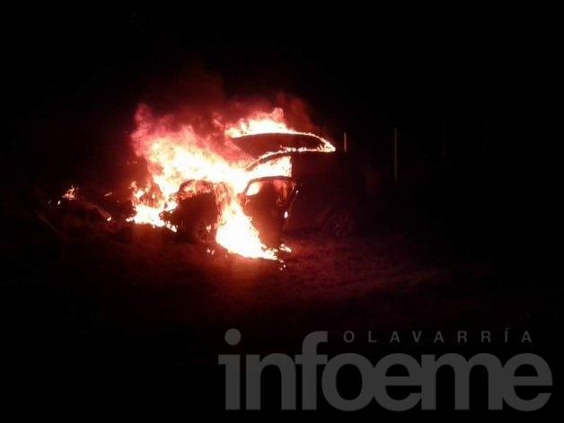El momento en que se incendió el auto en Bella Vista