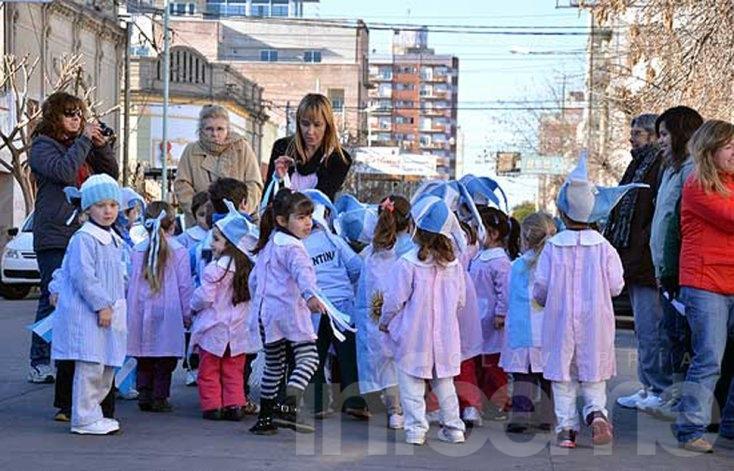 9 de julio: cortarán calles céntricas por acto escolar