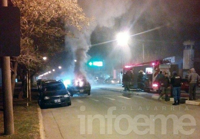 Impresionante incendio de un automóvil