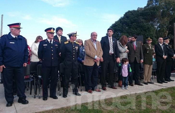 Comenzó el desfile del bicentenario en Olavarría