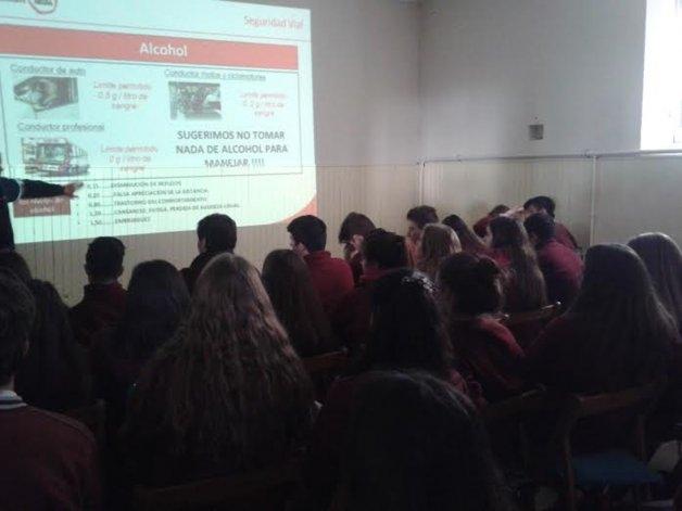 Educación vial: programas de concientización a jóvenes