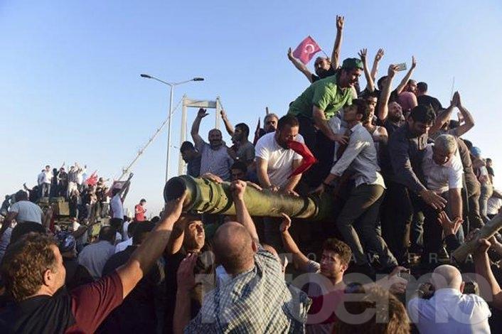 Turquía: fracasó golpe de Estado y hay cientos de muertos