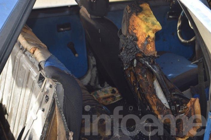 Incendio de auto con GNC fue combatido por bomberos