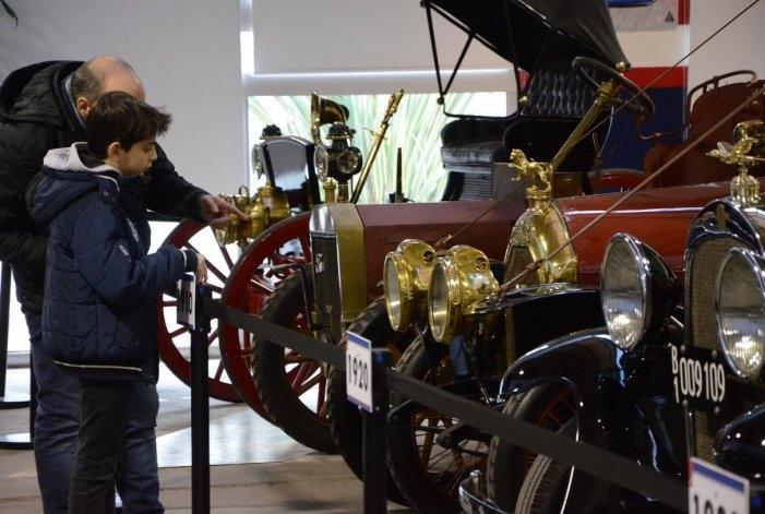 Se inauguró la muestra de autos antiguos