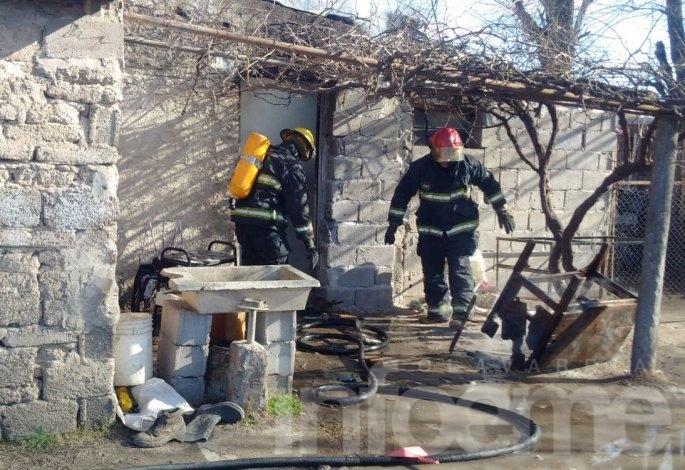 Video: así trabajó Bomberos en el incendio de una casa